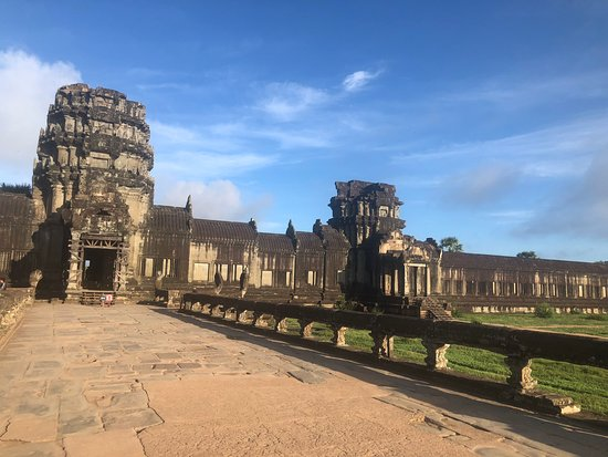 This is the road to Angkor Wat.
