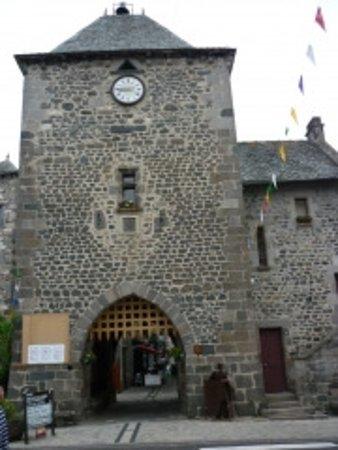 Mur-de-Barrez, França: Le porche