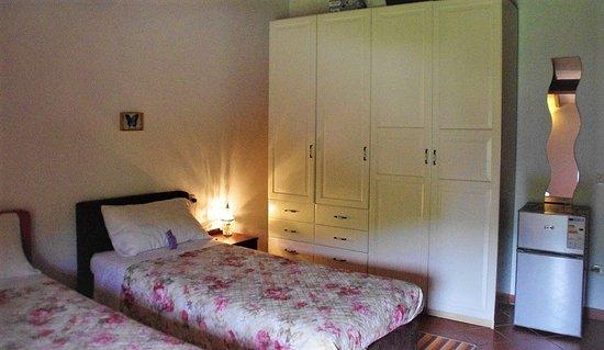 suite pesca - lato armadio e frigo