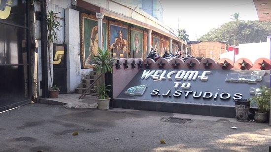 Bollywood Tour in Mumbai - Go Behind the Scenes: 1