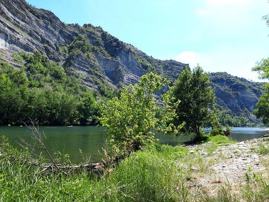 Ufer der Ardèche am hinteren Ende des Campingplatz