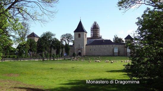 Dragomirna Monastery: Immerso nel verde