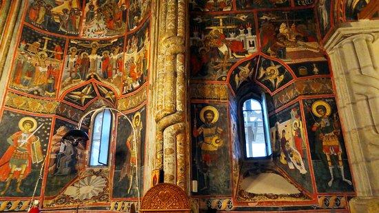 Dragomirna Monastery: Preziosi dipinti della chiesa