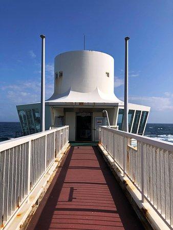 海中展望塔へ向かう橋