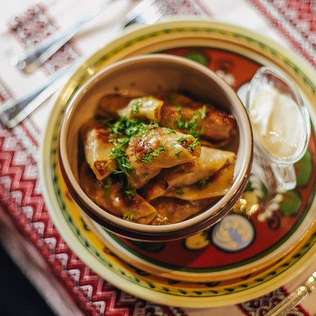"""Ресторан украинской кухни """"Пузата хата"""""""