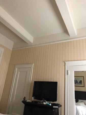 Hotel Whitcomb: Nice high ceilings