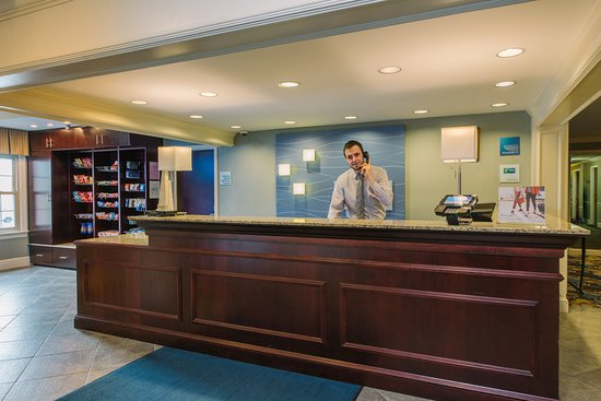 Holiday Inn Express & Suites Merrimack: Lobby
