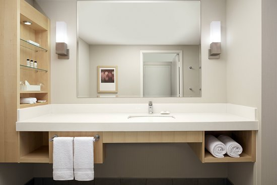 Delta Hotels by Marriott Montreal: Guest room
