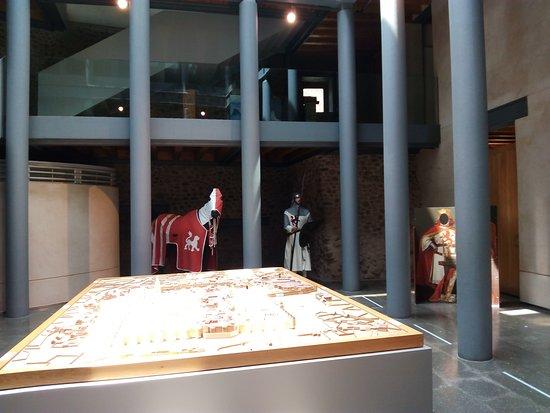 Λεόν, Ισπανία: Hall central con maqueta de Leon