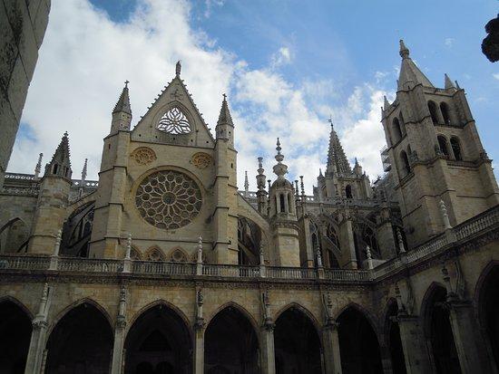 Λεόν, Ισπανία: La catedral desde el claustro