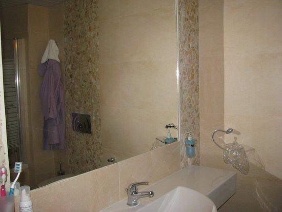 Bagno Con Doccia.Bagno Con Doccia E Vasca Picture Of Astron Princess Hotel