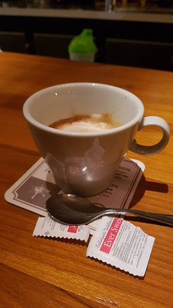 Café de 180ml?? Con suerte contiene 70 ml