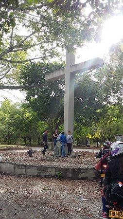 Cruz visitada por el papá Juan Pablo Segundo