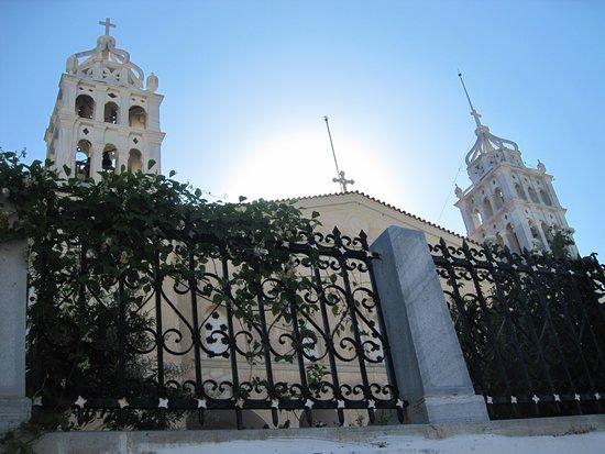 Lefkes. Церковь Святой Троицы