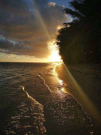 Figi: Sunset Views