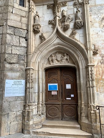 Toute la ville de Rocamadour est un lieu extraordinaire, le sanctuaire avec ses 7 chapelles et sa crypte est un lieu culturel empreint de spiritualité. Conjointement,  la virtuosité des bâtisseurs (architectes, mais aussi maçons, tailleurs de pierres, sculpteurs et l'ensemble des artisans et artistes qui sont intervenus sur le site) est sublimée.