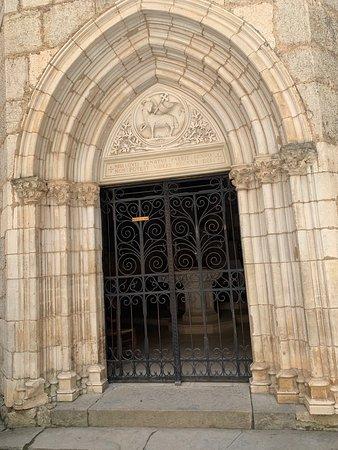 Cite Religieuse: Toute la ville de Rocamadour est un lieu extraordinaire, le sanctuaire avec ses 7 chapelles et sa crypte est un lieu culturel empreint de spiritualité. Conjointement,  la virtuosité des bâtisseurs (architectes, mais aussi maçons, tailleurs de pierres, sculpteurs et l'ensemble des artisans et artistes qui sont intervenus sur le site) est sublimée.