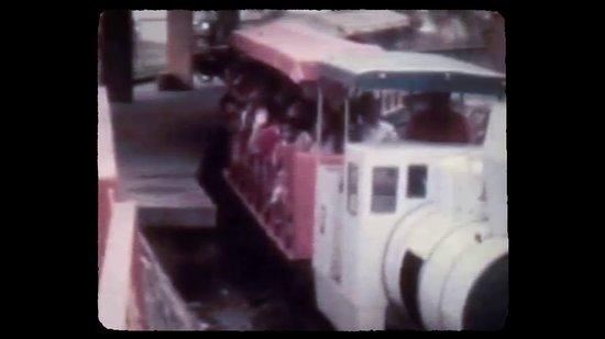 Centro Cultural del Oriente: Fotograma colección 100 años en 100 minutos, de la historia filmografía del departamento de Santander. Antiguo trencito del Parque recreacional el Lago. 1975