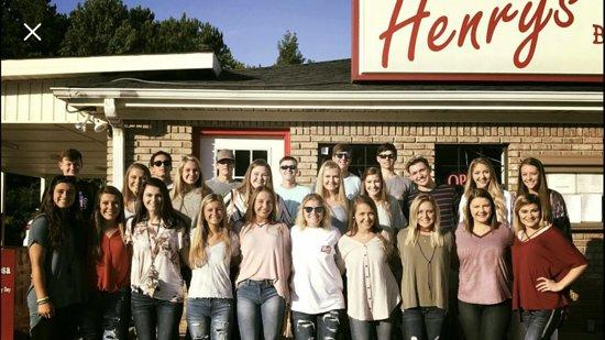 Brookwood, ألاباما: Henry's loves it's customers