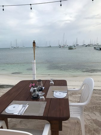 Anegada Reef Hotel: Dinner on the beach.