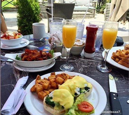 Symposium Cafe Restaurant & Lounge: Weekend Brunch