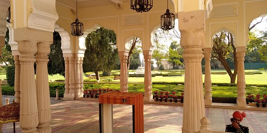 beauriful Rambagh palace and its garden
