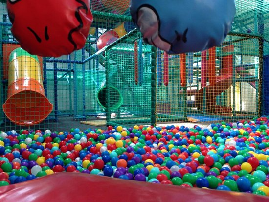 Greenhithe, UK: Larger Ball Pool