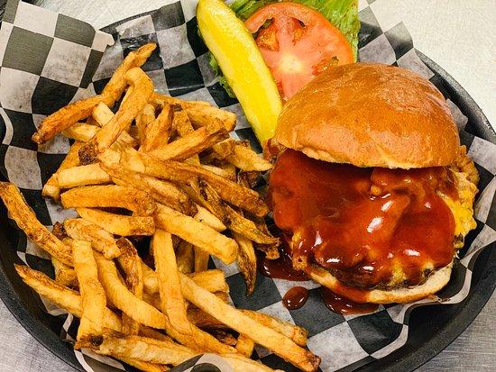 Austintown, OH: Mojo's Pub-N-Grill