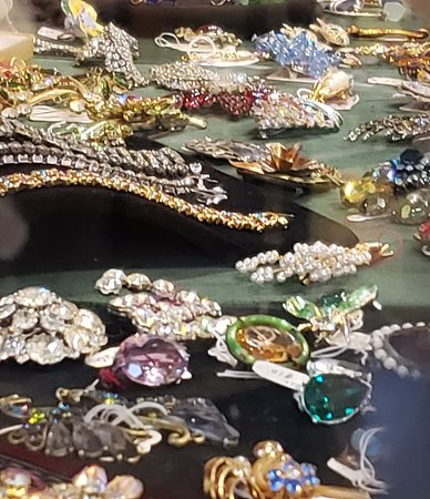 TreeHouse Antiques Center: VINTAGE JEWELRY AT TREEHOUSE