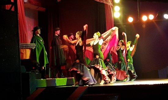 Abendessen, Mittelalter- und Flamenco-Show im Valltordera Castle (Shuttlebus inklusive): Cuerpo de baile