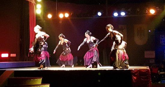 Abendessen, Mittelalter- und Flamenco-Show im Valltordera Castle (Shuttlebus inklusive): Cuerpo de baile (3)