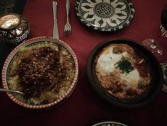 Maison Touareg: Cous cous de pollo, cebolla y almendras. Tajine kefta