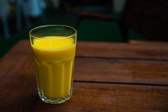 Gate of India: Mango lassi