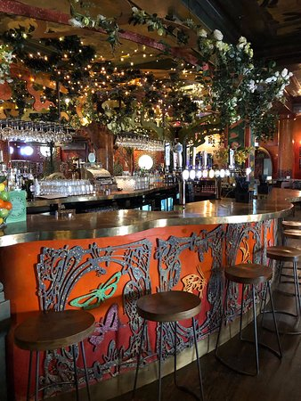 Merseyside, UK: Bar