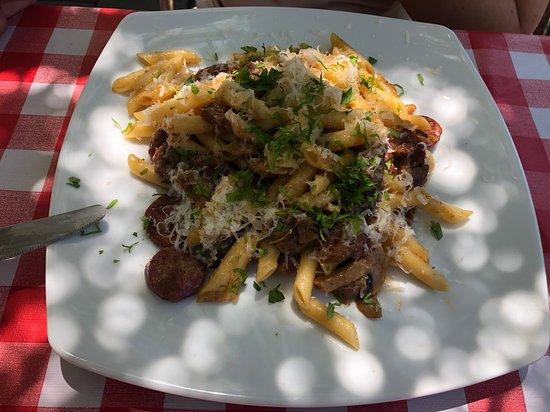 Chill-Outdoor Cafe: pasta con chorizo