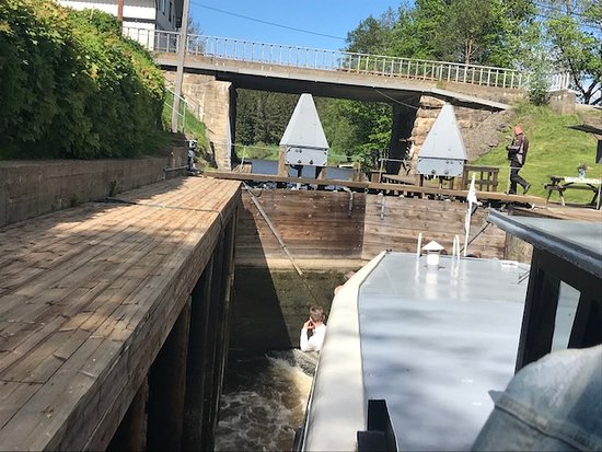 Ørje, Norge: The lock is filling up