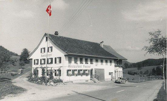 Hittnau, Szwajcaria: Gemütliches Urchiges Landbeizli mit gutbürgerlicher Küche.. grosser Parkplatz auch für LKWs.. Zimmer für Wichen oder Monats aufenthalter.. grosser Saal und Raucherraum