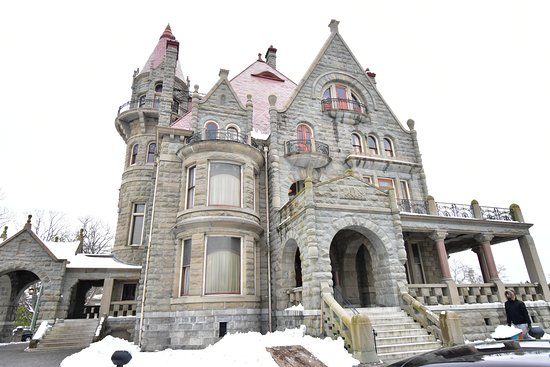 Craigdarroch Castle in Victoria: Another angle of Craigdarroch Castle
