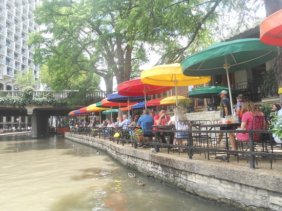 san antonio river walk hot day may 5, 2019