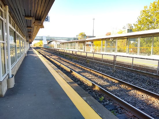 GO Transit: The areas inside the station were not well marked. Not much signage on the platforms either,