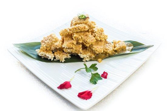 El Bund: Tortillas de arroz y yema 咸蛋黄锅巴 Fried rice bolls with egg yolk