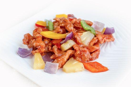 El Bund: Lomo de cerdo agridulce Pork loin dices with sweet and sour sauce Dados de lomo de cerdo con salsa agridulce