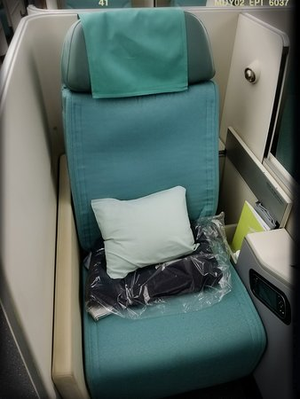 Korean Air: KA 608: B747-8 Prestige Class