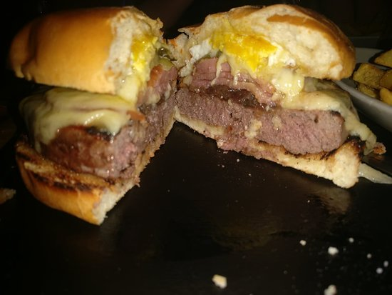 Fornelli: Juicy Burger, with a combination of Ingredients that fully test the Burger Connoisseur!