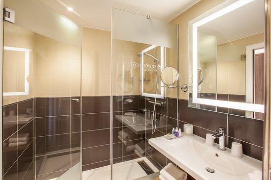 Suite 2ème étage avec balcon et vue sur le parc de la tête d'or - Picture of Hotel Crowne Plaza Lyon - Cité Internationale, Lyon - Tripadvisor