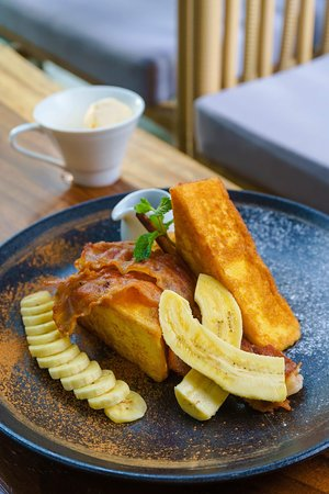 Hern Coffee And Bistro: Classic French Toast with Crispy Bacon