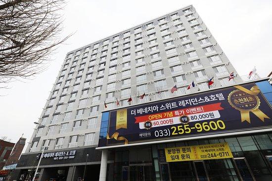 Gangwon-do, เกาหลีใต้: 더 베네치아 스위트 호텔 외관입니다. 200개가 넘는 객실을 보유한 레지던스 호텔입니다.