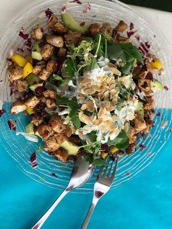 Heerlijke salade van het huis en een Meloncello.