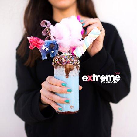 Unicornlar gerçektir! Çikolatamız ve dondurmamız da öyle! Hayal dünyasına karıştırdığımız bu lezzetler ile biraz çocuklaşmaya var mıyız?  Denemek için Kemeraltı şubemize de bekliyoruz. .