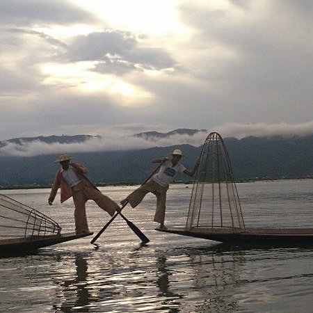 Nyaungshwe, Myanmar: the day tour by inle experiences in the traditional silver workshop arrounding inle lake